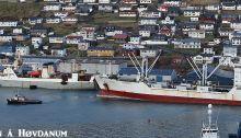 To russiske skip legger til kai i Klaksvík i helgen. Foto: Símun á Høvdanum