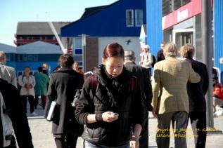Mobiltelefonen var allerede i 2004 viktig i Nuuk. Foto: Jógvan H. Gardar