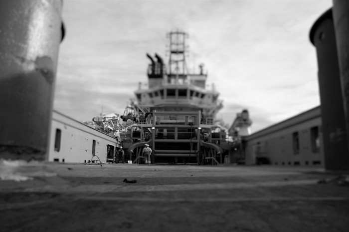 Klargjøring av supplybåt før oppdrag. Foto: Jógvan H. Gardar